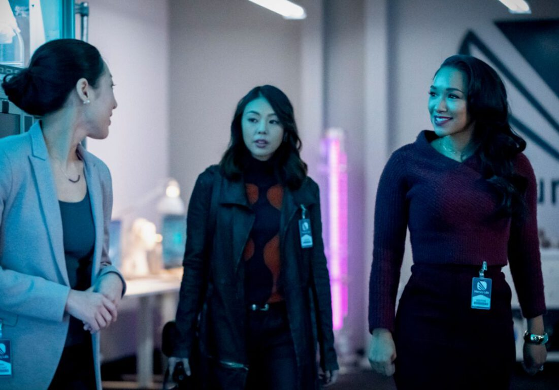 Iris and Kamilla infiltrate Mercury Labs on The Flash