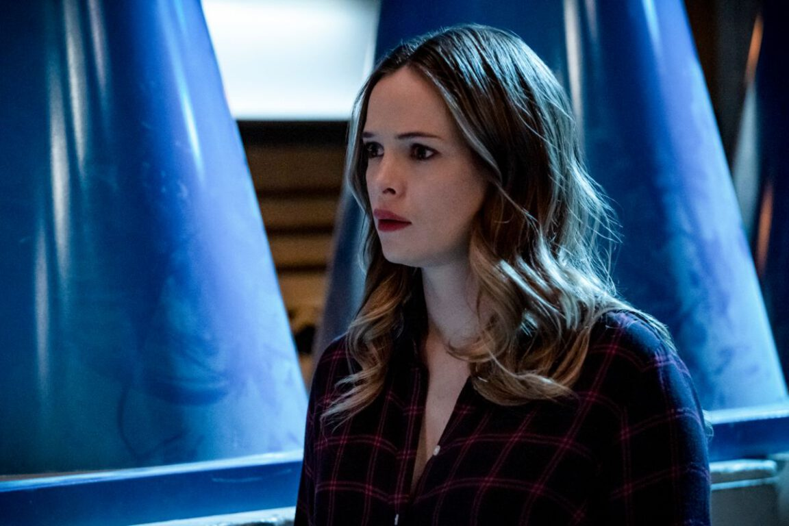 Caitlin makes a difficult decision regarding Barry on The Flash