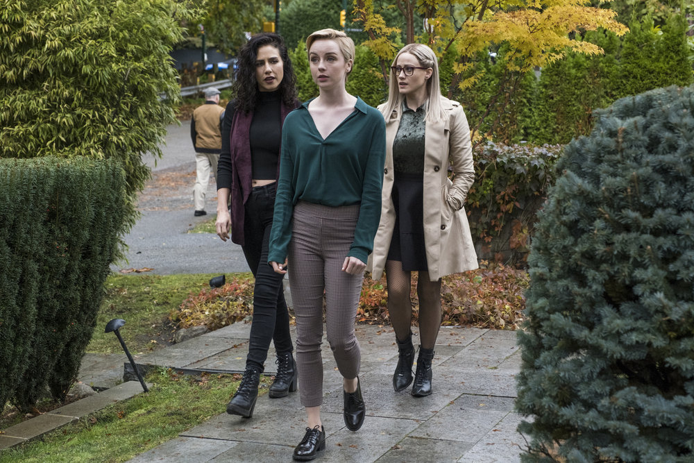 Still of Jade Tailor, Kacey Rohl and Olivia Taylor Dudley in The Magicians