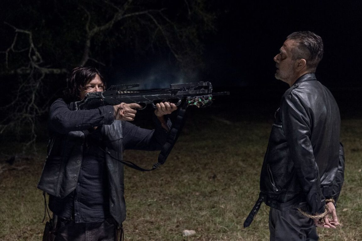Negan tries to reason with Daryl on The Walking Dead