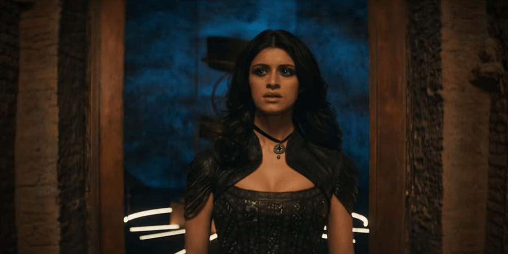 Yennefer appearing to the members of the Brotherhood post enchantment in the Witcher.