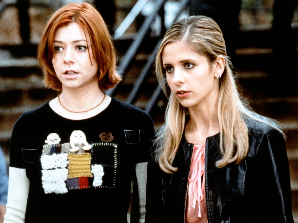 Still of Alyson Hannigan and Sarah Michelle Gellar in Buffy the Vampire Slayer