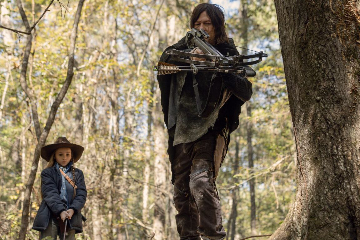 Daryl teaches Judith how to track on The Walking Dead