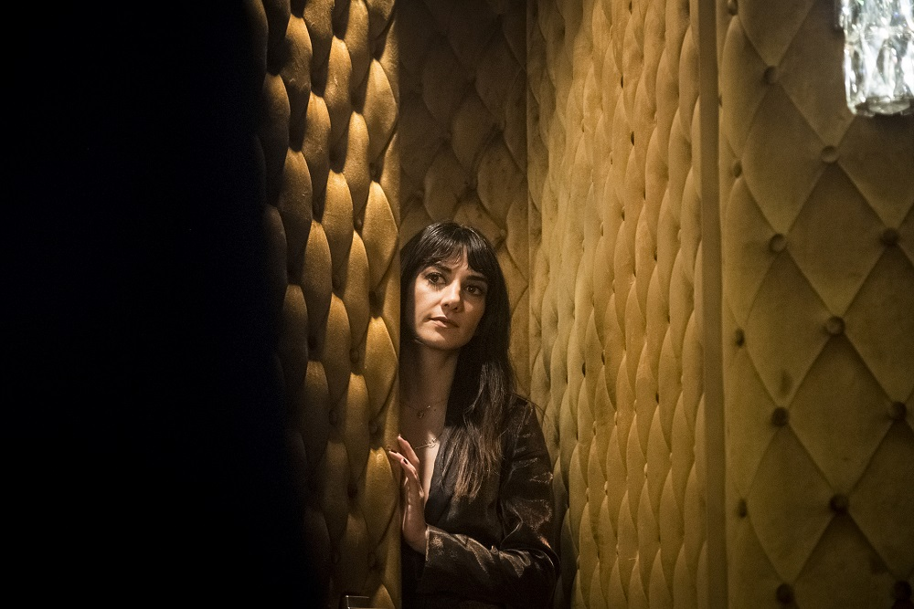 Still of Sheila Vand in Snowpiercer.