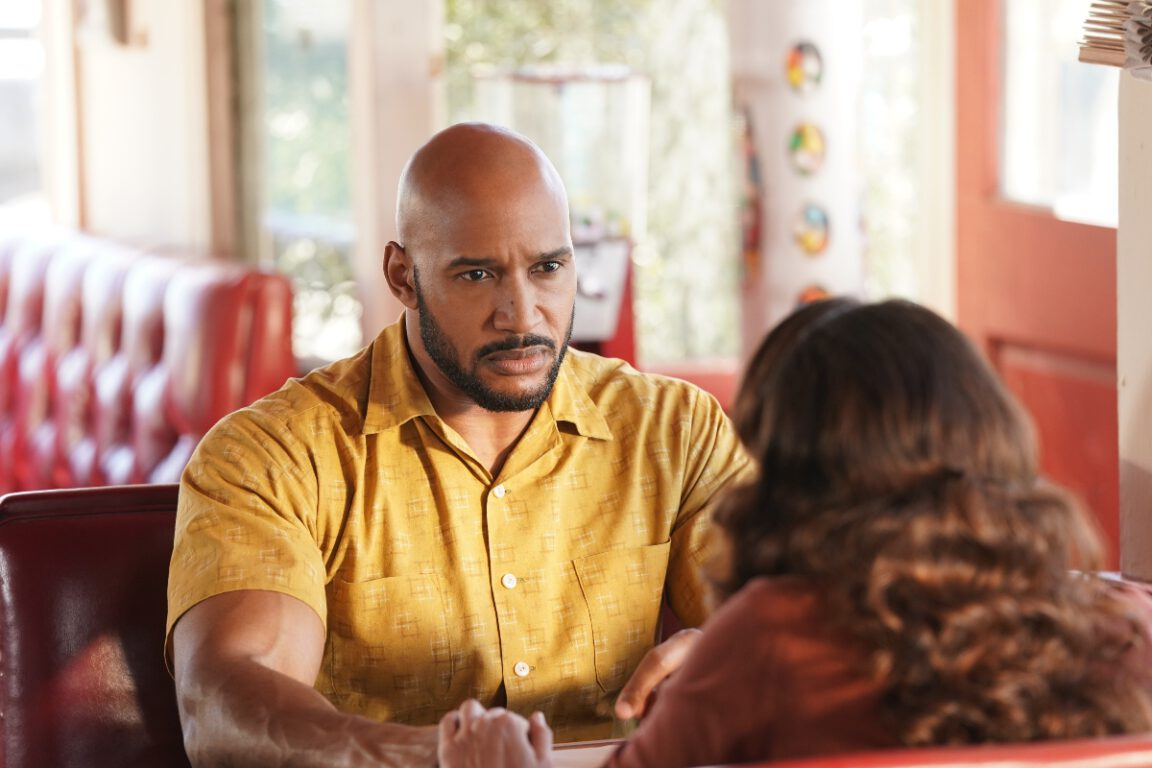 Director Mackenzie chats with Agent Rodriguez in a 1955 Diner on Marvel's Agents of S.H.I.E.L.D.