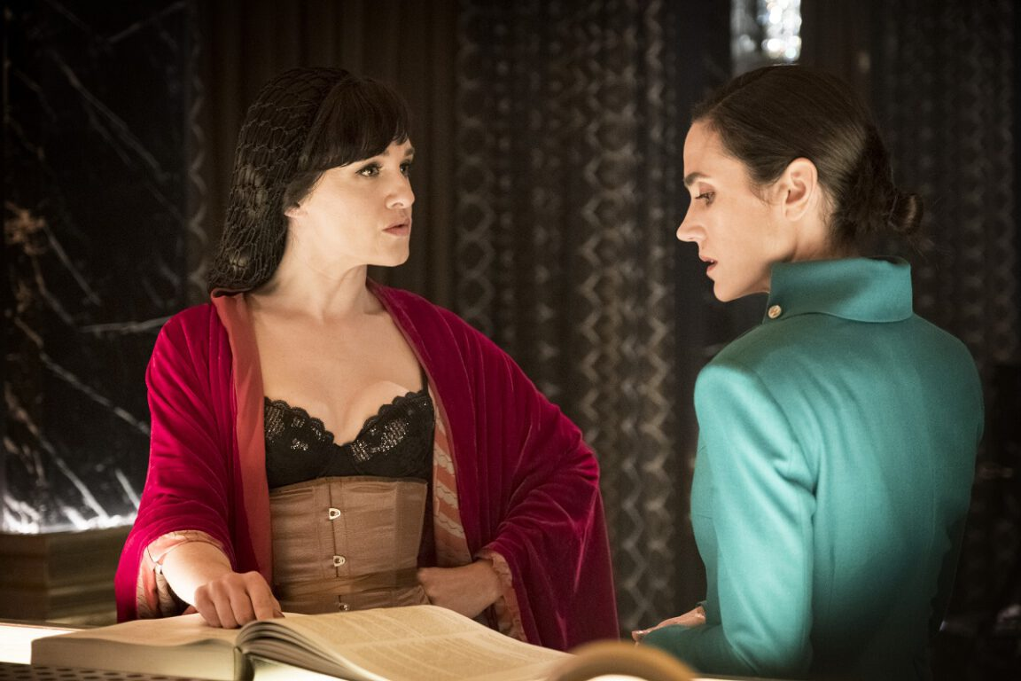 Still of Lena Hall and Jennifer Connelly in Snowpiercer.