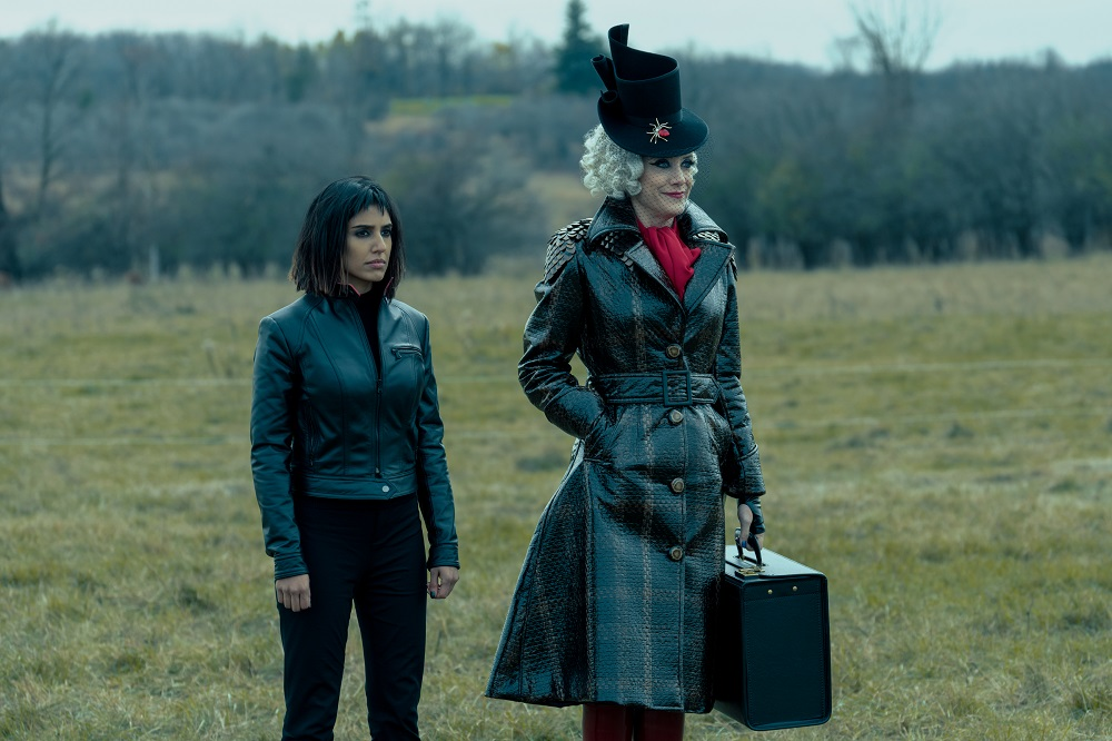 Still of Ritu Arya and Kate Walsh in The Umbrella Academy.