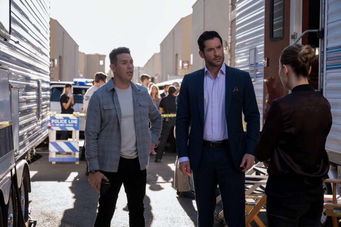 Dan helps Lucifer and Chloe solve a murder.