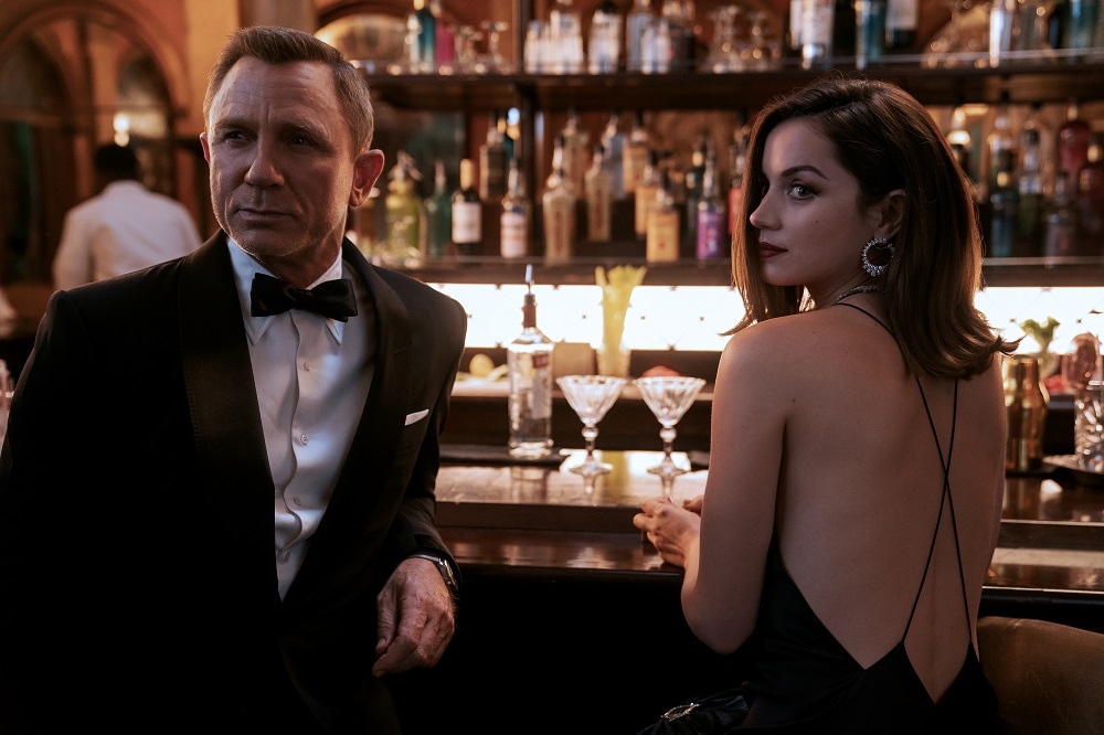 Still of Daniel Craig and Ana de Armas in No Time to Die.