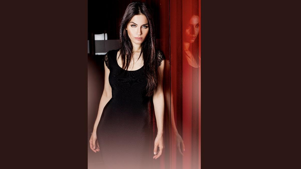Photo of actress Jordana Lajoie.