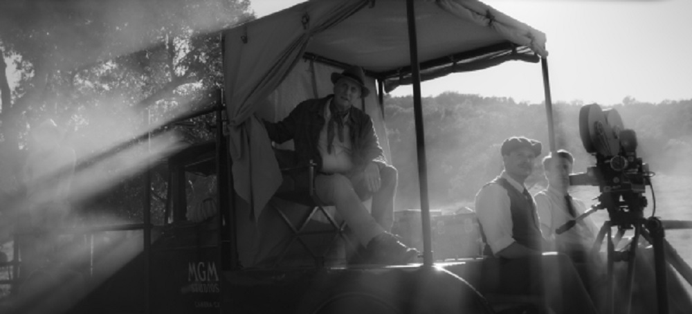 Photo still of David Fincher flick Mank.
