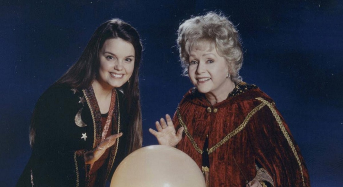 Kimberly J. Brown as Marnie Piper and Debbie Reynolds as Aggie Cromwell in a promotional photo for Halloweentown 2.