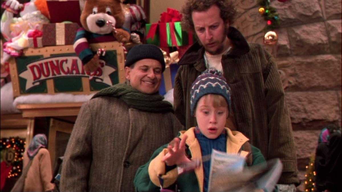 Still of Macaulay Culkin, Joe Pesci and Daniel Stern in Home Alone 2: Lost in New York, which will air during Freeform's 25 Days of Christmas.