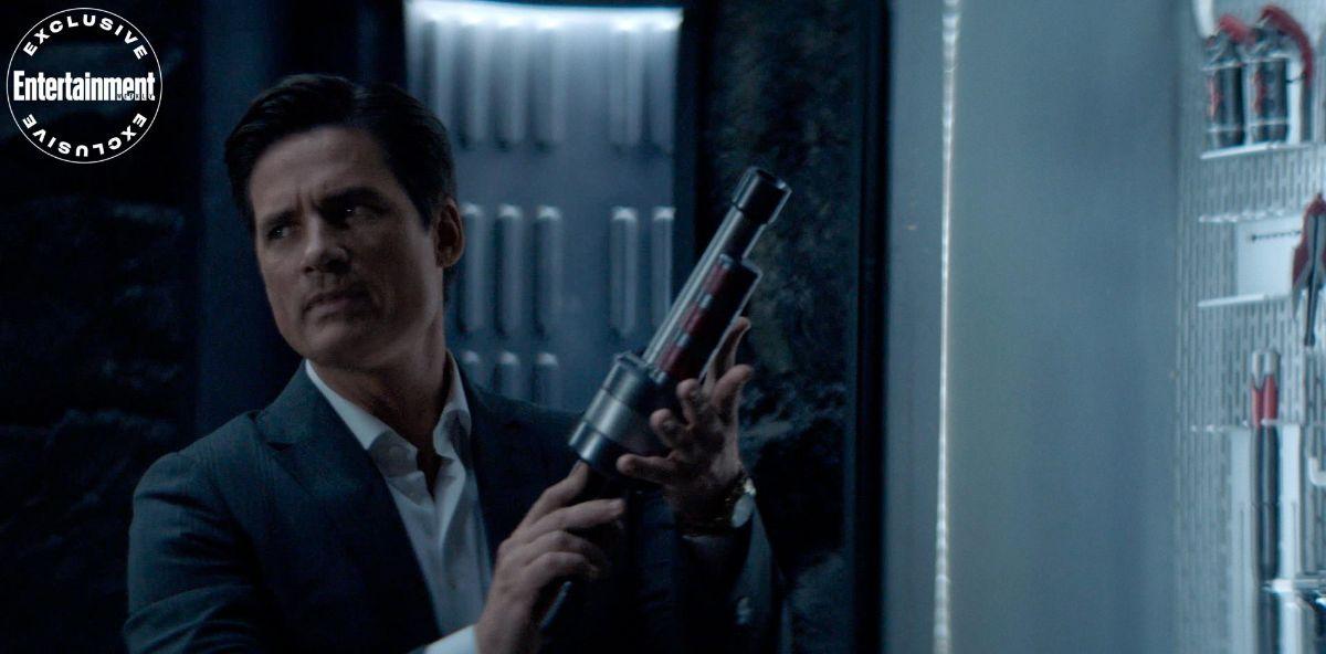 Warren Christie plays Tommy Ellis as Bruce Wayne in Batwoman season 2.