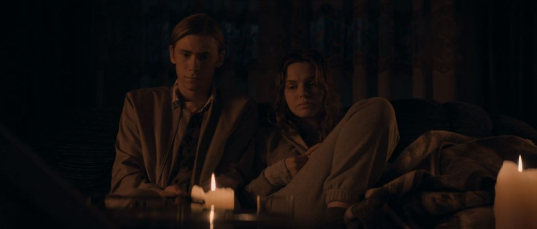 Owen Teague, Odessa Young in The Stand