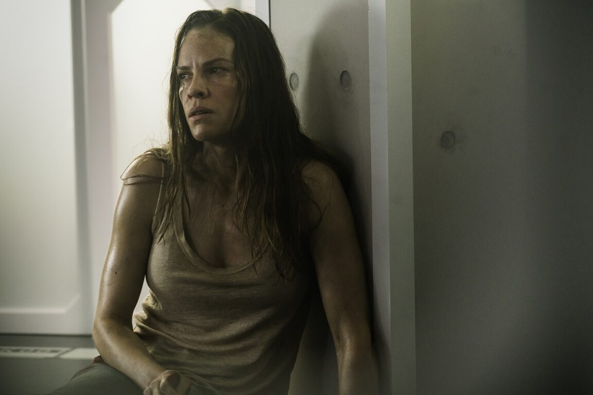 Still of Hilary Swank as injured woman in Netflix's Mother.