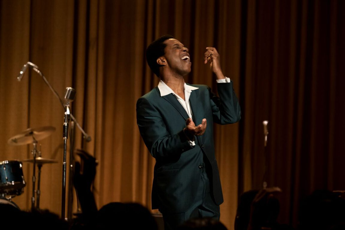 Still of Leslie Odom Jr. as Sam Cooke in One Night in Miami...