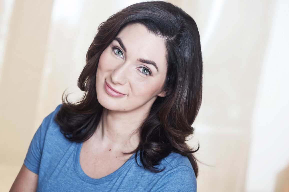 Headshot of actress Leanne Noelle Smith. Photo credit: Denise Grant.