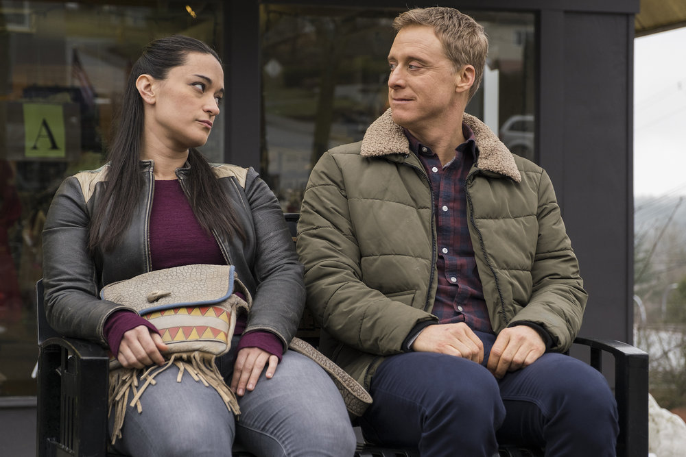 "Still of Sara Tomko and Alan Tudyk in Resident Alien episode ""Love Language."""