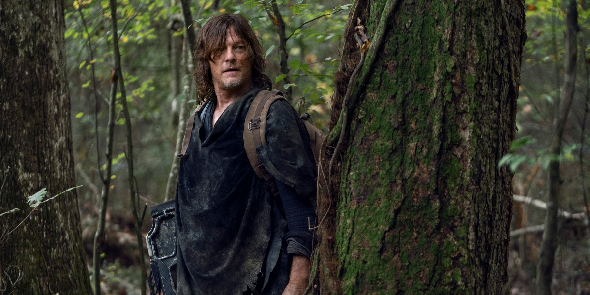 Daryl helps to protect Maggie on The Walking Dead