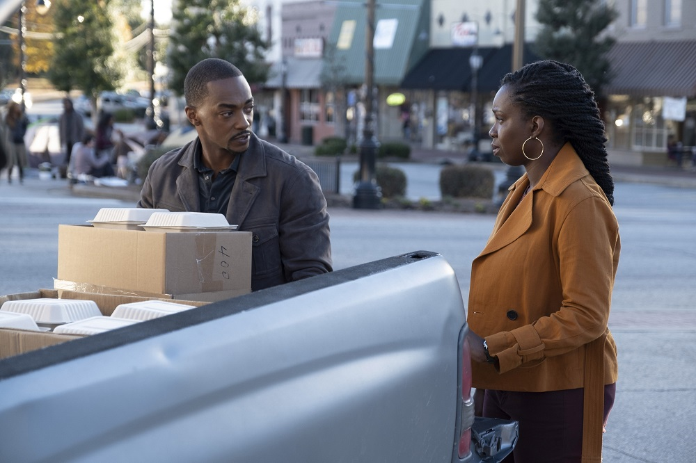 """Still of Anthony Mackie as Sam Wilson and Adepero Oduye as Sarah Wilson in The Falcon and the Winter Soldier episode """"New World Order."""""""