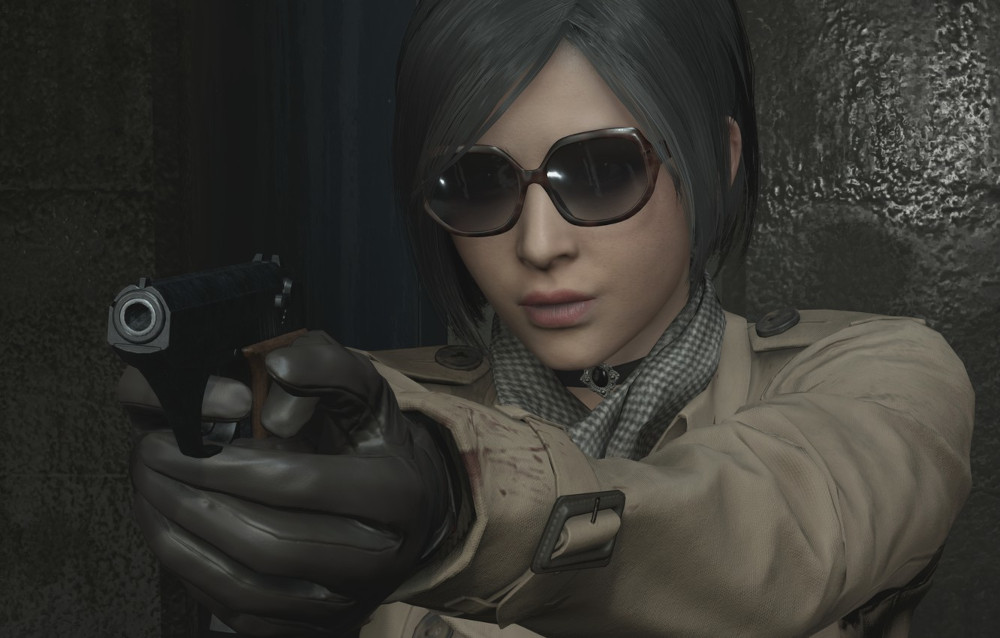 Ada Wong pointing her gun at Leon in Resident Evil 2.
