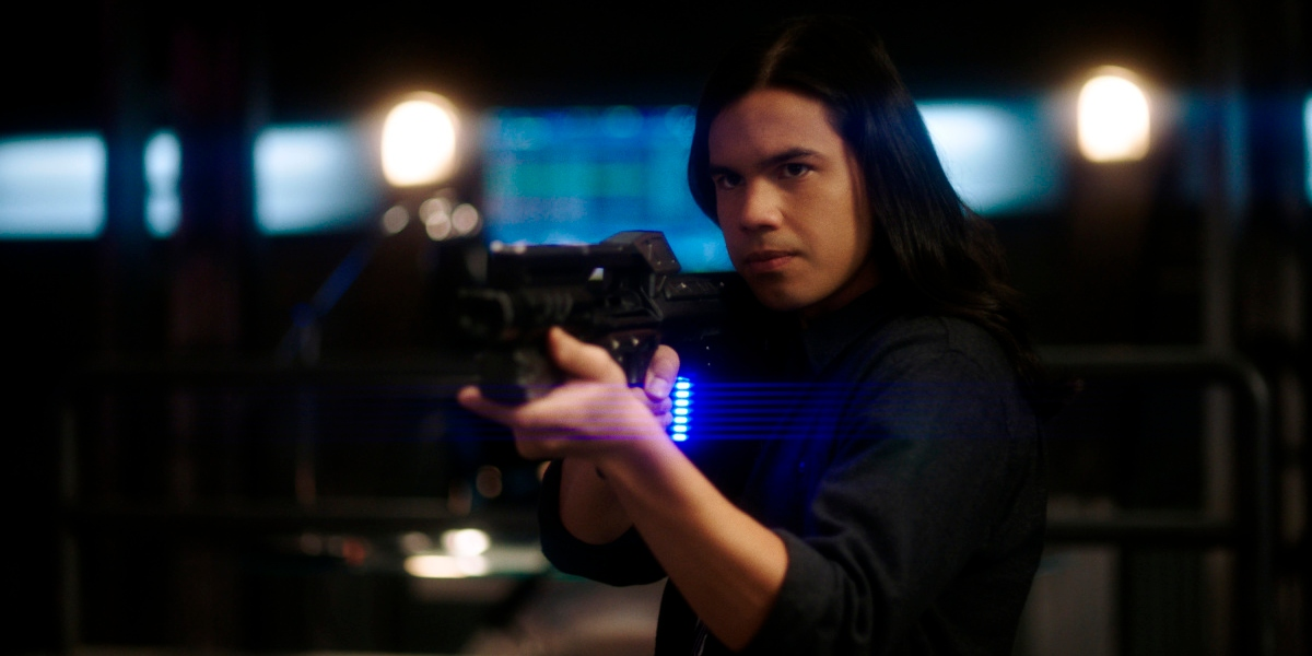 Cisco uses force to reason with Barry on The Flash