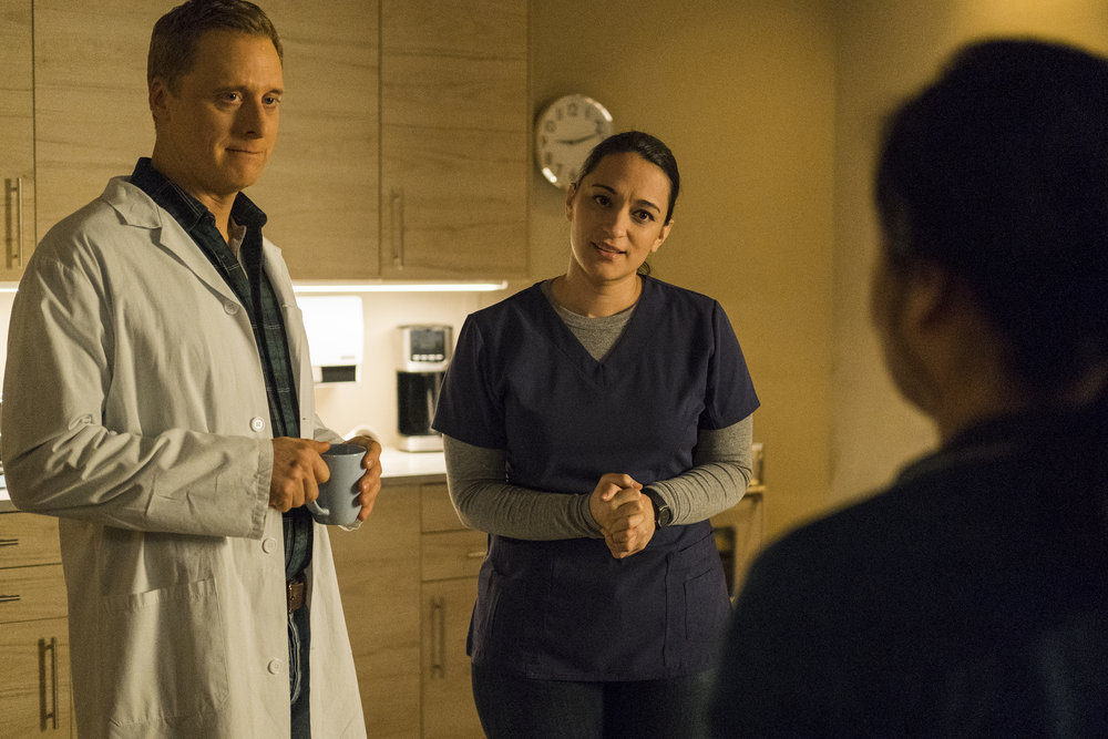 """Still of Alan Tudyk and Sara Tomko in Resident Alien episode """"Sexy Beast."""""""