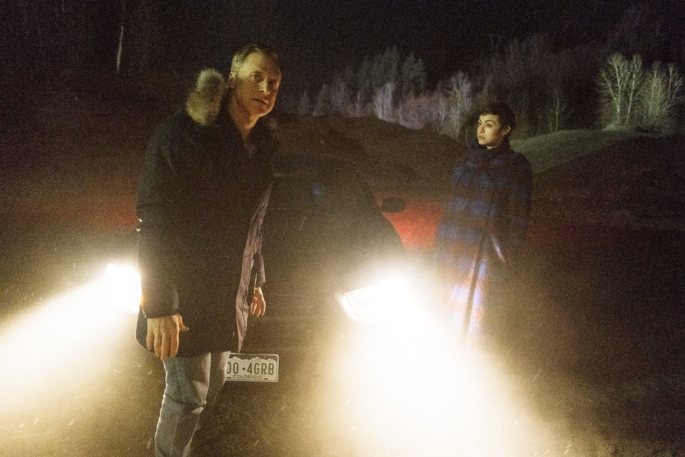 "Still of Alan Tudyk and Elvy Yost in Resident Alien episode ""The Green Glow."""