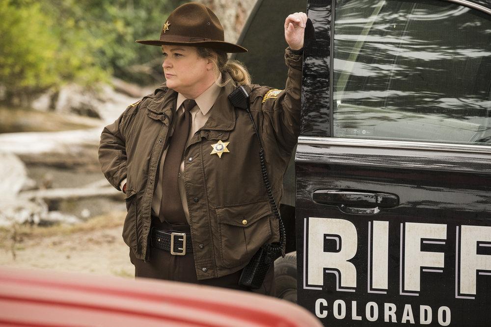 """Still of Elizabeth Bowen in Resident Alien episode """"Heroes of Patience."""""""
