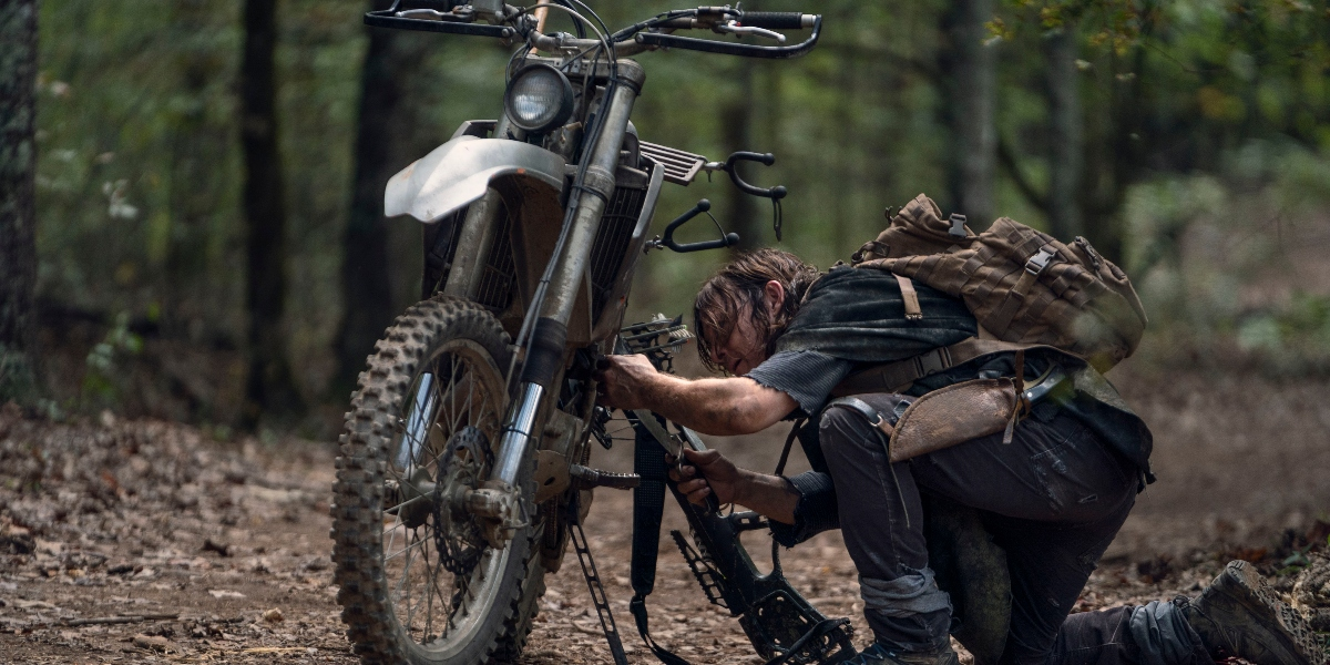 Daryl has some motorcycle issues on The Walking Dead