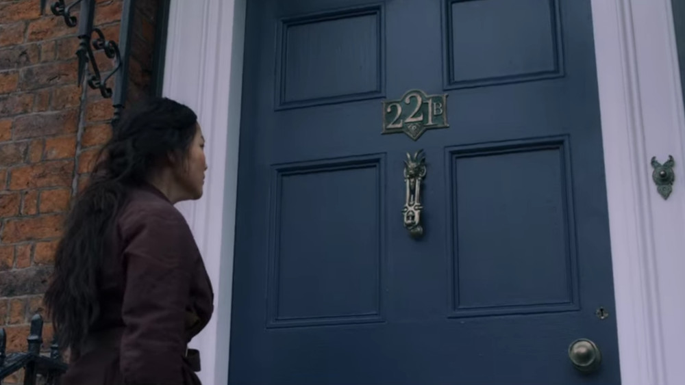 Bea waiting outside of 221B Baker Street in The Irregulars.