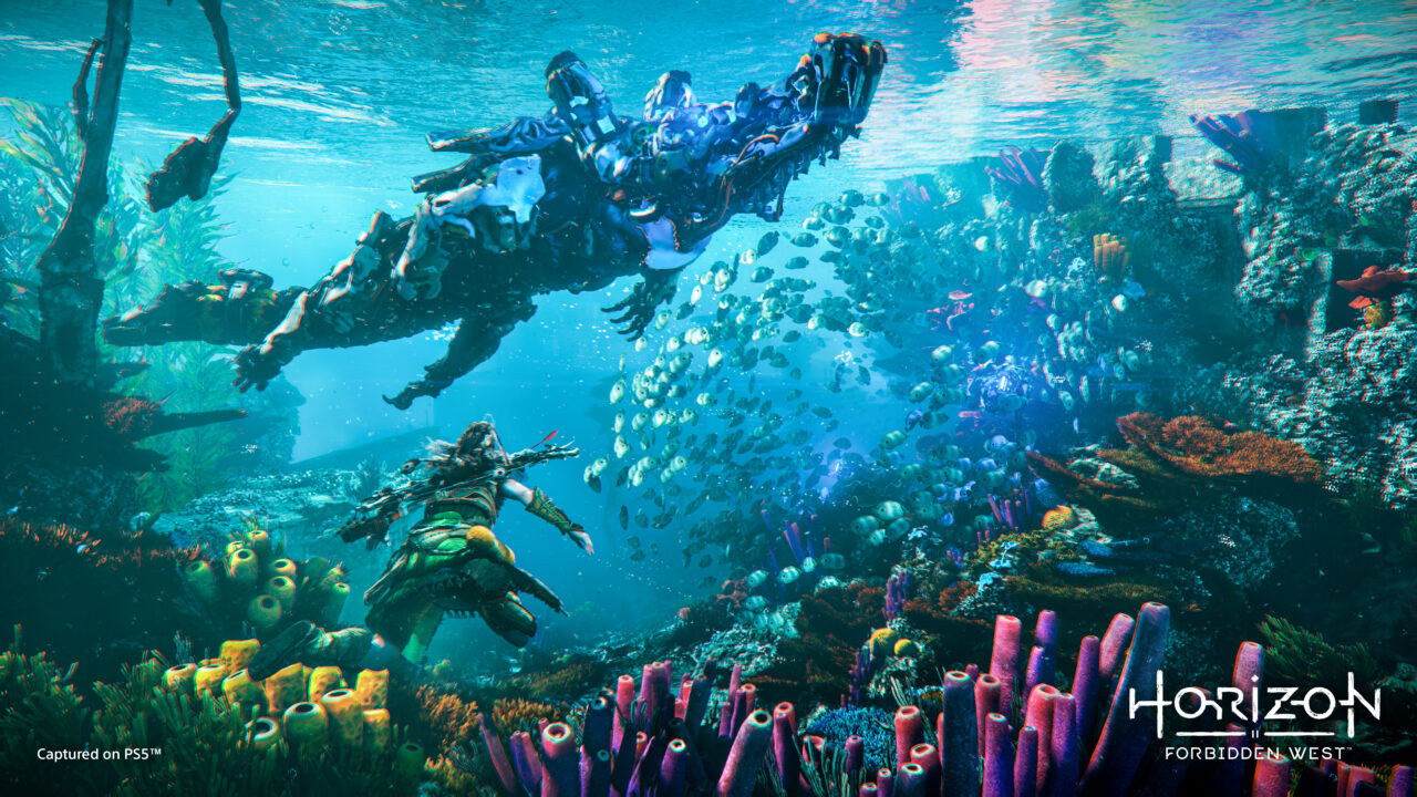 Aloy and a Snapmaw underwater