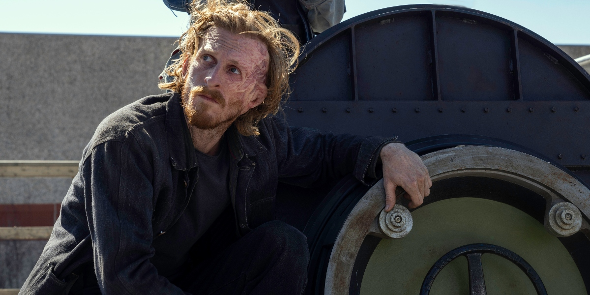 Dwight prepares to climb in to the submarine on Fear the Walking Dead