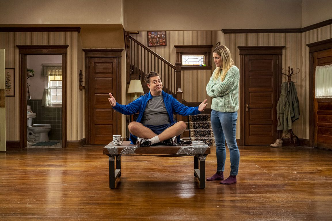 """Still of Eric Petersen as Kevin and Annie Murphy as Allison in the Kevin Can F Himself episode """"New Tricks."""""""