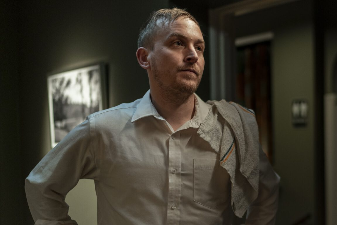 """Still of Robin Lord Taylor in the Kevin Can F Himself episode """"The Grand Victorian."""""""