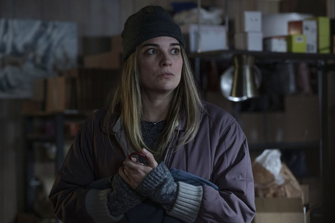 """Still of Annie Murphy in the Kevin Can F Himself episode """"Fixed."""""""