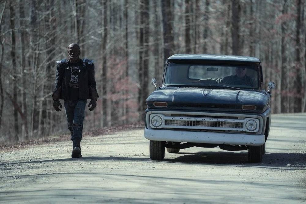 """Still of Brendan Fraser/Riley Shanahan in the Doom Patrol episode """"Dead Patrol."""""""
