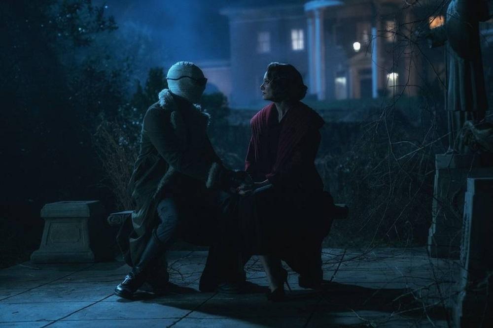 """Still of Matt Bomer and April Bowlby in the Doom Patrol episode """"Possibilities Patrol."""""""