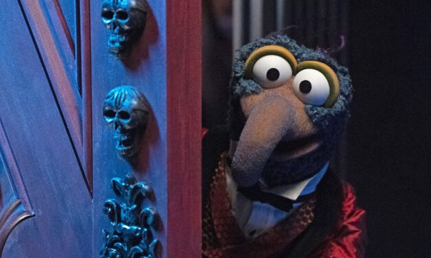 MUPPETS HAUNTED MANSION Clip Gives the Muppet Treatment to the Stretching Room